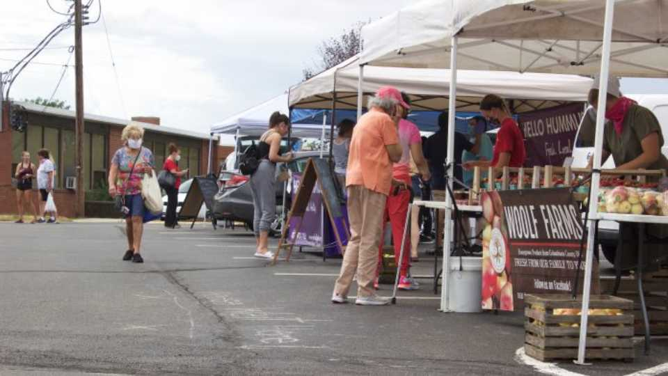 State officials want more farmers' markets and direct marketing farmers to sign up to accept food stamps from Pennsylvanians.