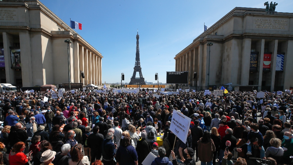 French protesters demand trial