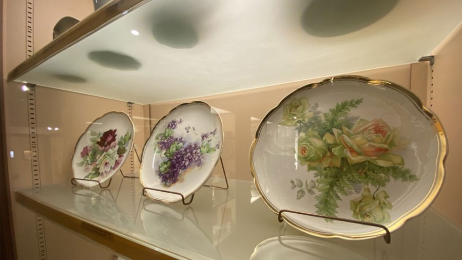At one point in time 50% of American dinnerware was produced in East Liverpool. (1)