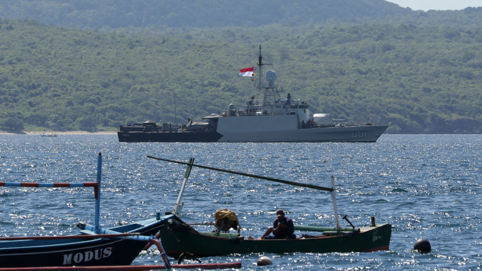 Indonesian Navy ship KRI Singa sails to take part in the search for submarine KRI Nanggala