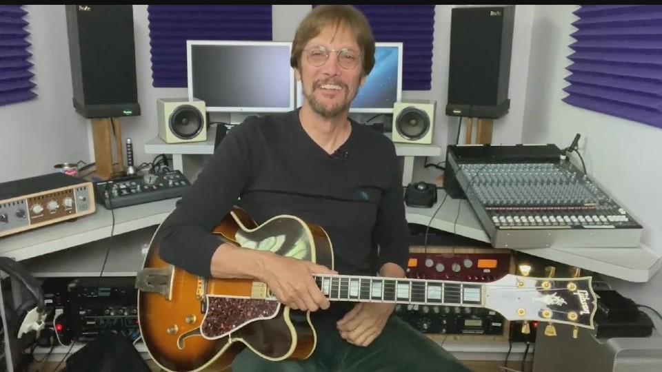 Guitarist Mike Pachelli