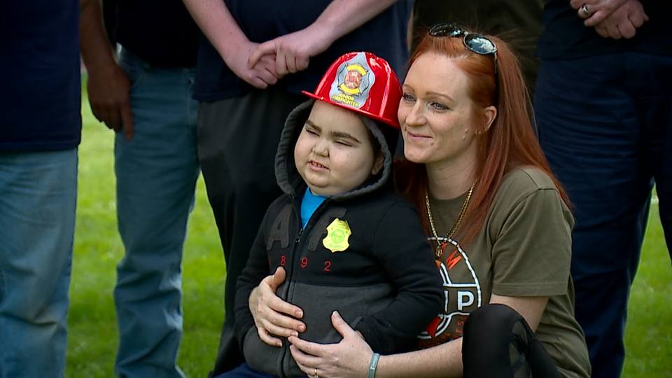 Philip Igo is four years old and suffers from leukemia, but some in the community wanted to send him love and encouragement.
