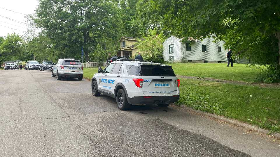 Youngstown police are looking for a woman in the Loveland Road area they say hit an officer with a car door early this morning.