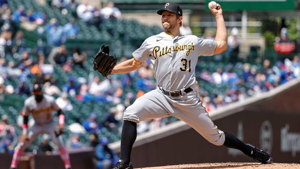 Pittsburgh Pirates starting pitcher Tyler Anderson (31) delivers against the Chicago Cubs during the first inning of a baseball game, Sunday, May 9, 2021, in Chicago.