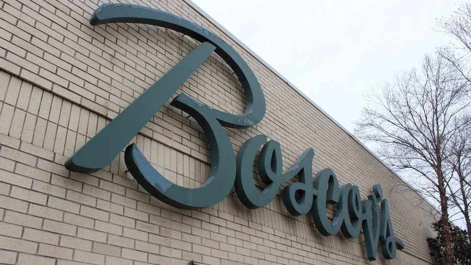 Boscov's shopping center sign