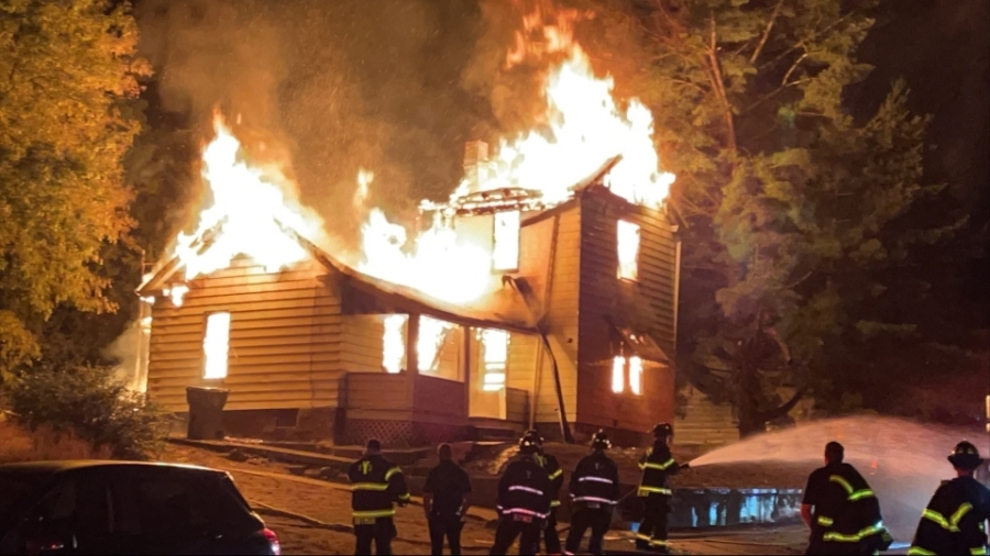 Fire on Manhattan Avenue in Youngstown