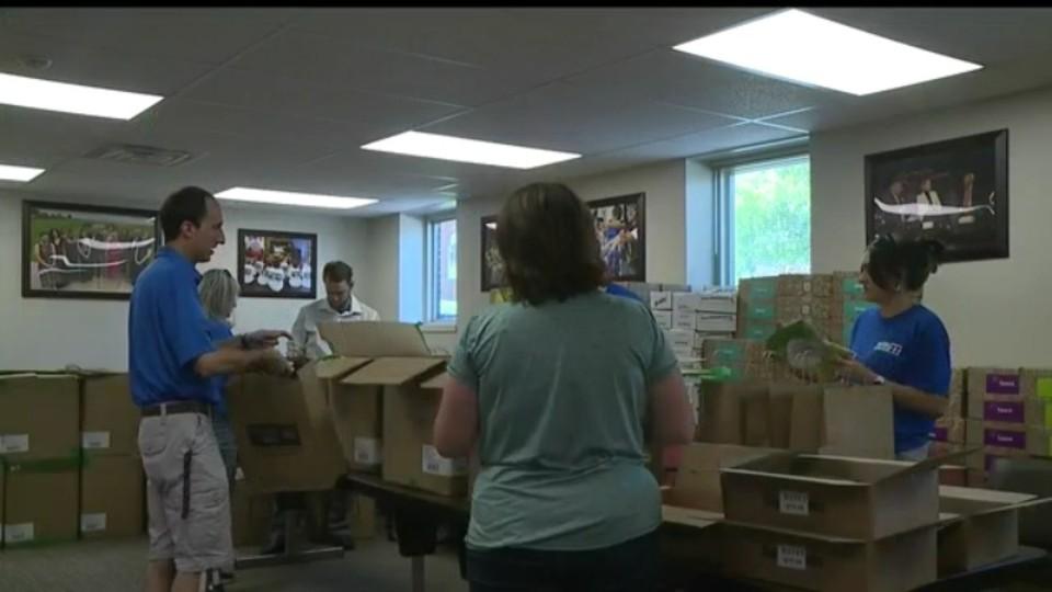 WKBN volunteering at United Way