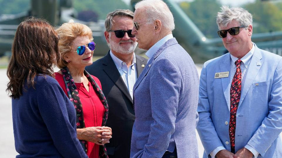 PresidenPresident Joe Biden is greeted by Michigan Gov. Gretchen Whitmer, left, Sen. Debbie Stabenow, D-Mich., second from left, Sen. Gary Peters, D-Mich., and Traverse City Mayor Jim Carruthers, right, as he arrives at Cherry Capital Airport, Saturday, July 3, 2021, in Traverse City, Mich. t Joe Biden is greeted by Michigan Gov. Gretchen Whitmer, left, Sen. Debbie Stabenow, D-Mich., second from left, Sen. Gary Peters, D-Mich., and Traverse City Mayor Jim Carruthers, right, as he arrives at Cherry Capital Airport, Saturday, July 3, 2021, in Traverse City, Mich. (AP Photo/Alex Brandon)