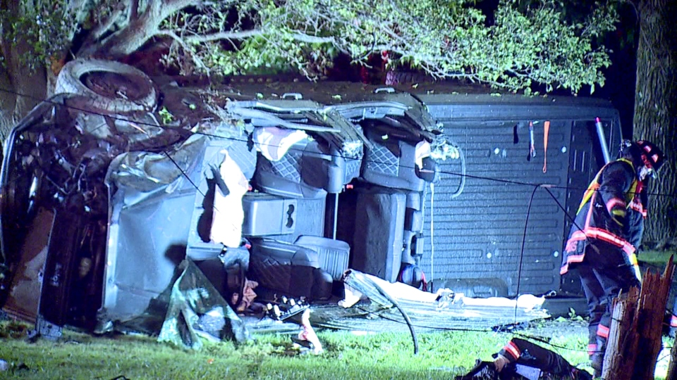Rollover crash on Youngstown-Pittsburgh Road in New Middletown