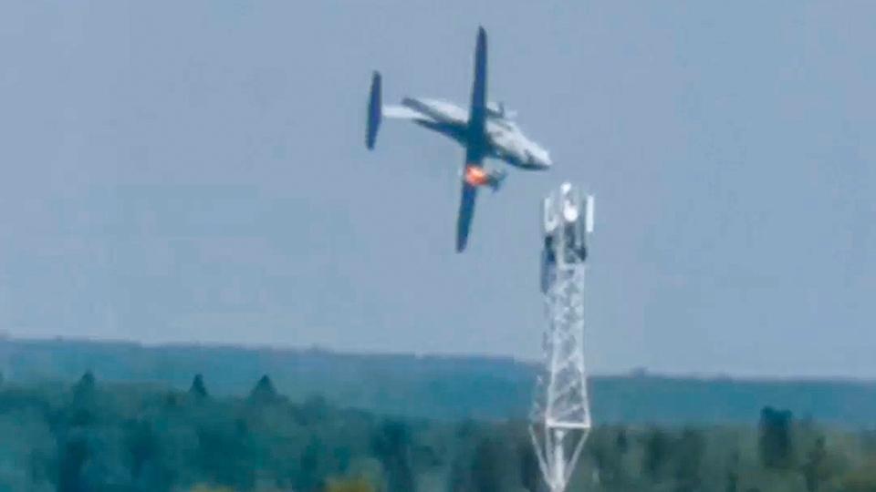 Prototype military plane crashes outside Moscow, kills 3