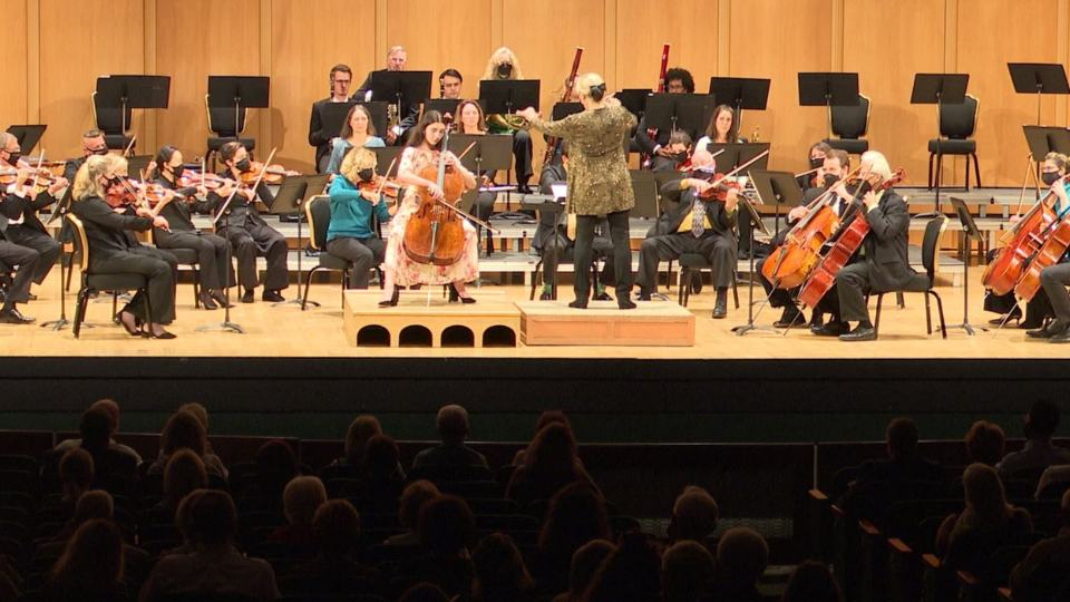The concert featured 14-year-old cellist Miriam K. Smith.
