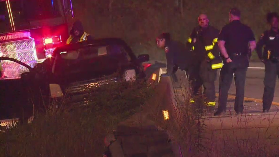 1 hospitalized, ramp temporarily closed after crash in Youngstown