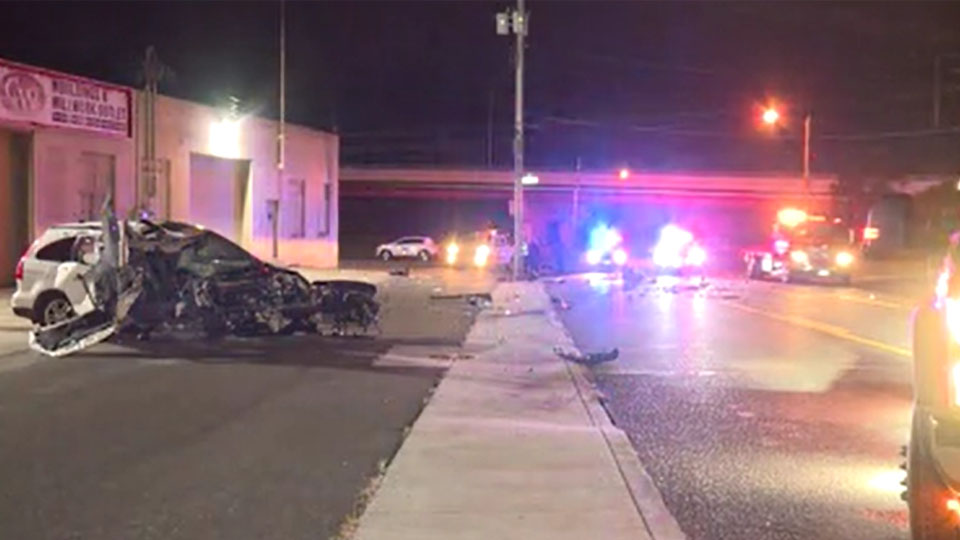 Driver crashes into pole, loses engine in Youngstown