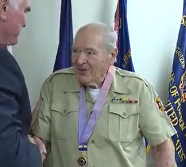 Korean War veteran recognized with medal for service overseas