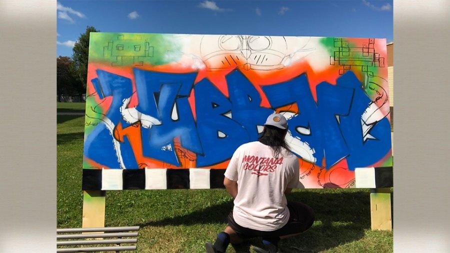 Hubbard High School's art students receive lesson in graffiti art (1)