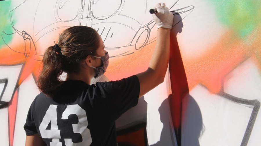 Hubbard High School's art students receive lesson in graffiti art (5)