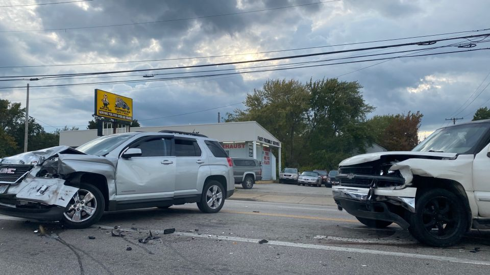A crash is slowing traffic on South Avenue in Youngstown.